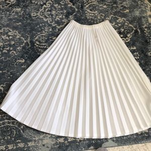 Accordion White Pleated Skirt